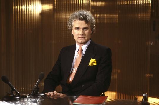 Adriaan van Dis als presentator in 1989 (foto: ANP Kippa).