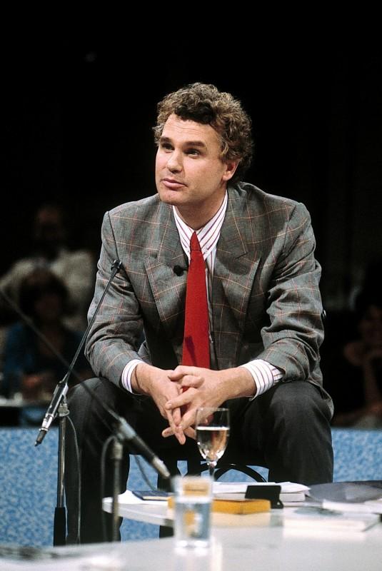 Adriaan van Dis als presentator in januari 1984(foto: ANP Kippa).