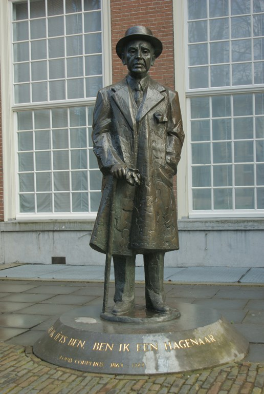 Standbeeld Louis Couperus